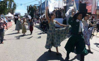 Con un desfile tradicionalista continúa la celebración del Aniversario del Tratado del Pilar