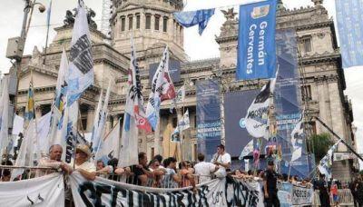 Unos 30 colectivos con militantes cordobeses fueron al acto de CFK