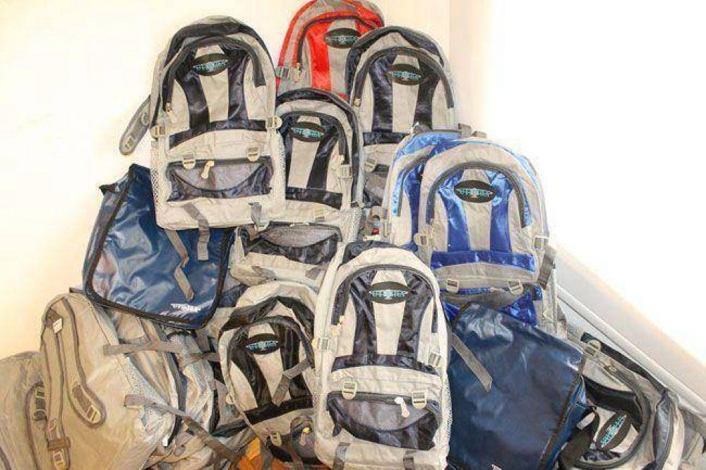 Gastronómicos sigue entregando mochilas y útiles escolares para los afiliados