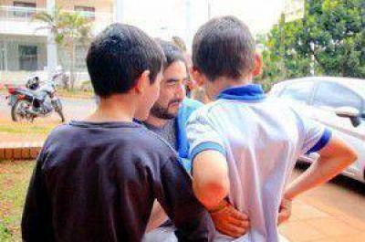 Por primera vez un matrimonio igualitario adopta a dos hermanos