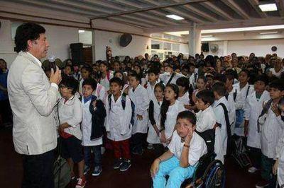 Gustavo Posse en el inicio del ciclo lectivo de la Escuela Municipal Malvinas Argentinas