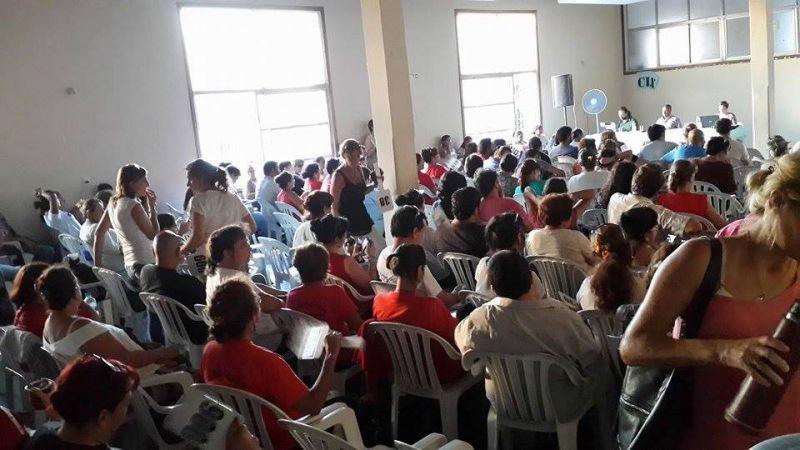 En una ajustada votación, el congreso de Agmer resolvió acatar la conciliación obligatoria y suspender los paros