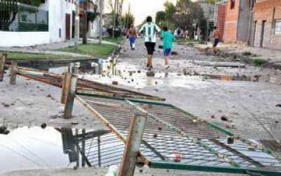 Violencia en el fútbol de ascenso: Barras de Laferrere se enfrentaron con la policía
