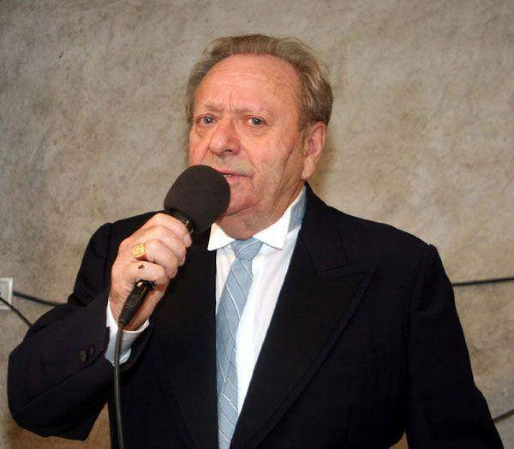 Francia: Un cantante candidato del Frente Nacional aseguró que su carrera musical está