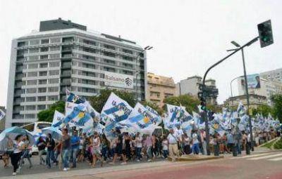 Más de 800 peronistas de Tandil escucharon con emoción a la Presidenta en la Plaza del Congreso