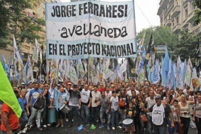 M�s de 7 mil vecinos de Avellaneda marcharon hasta el Congreso para dar su apoyo a la Presidenta