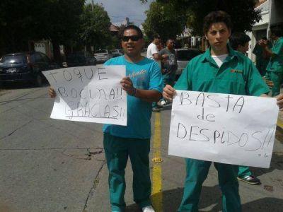 Echan a un trabajador y el due�o de la empresa habr�a amenazado a uno de los manifestantes