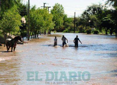 Lafinur: los evacuados regresaron a la escuela de Los Cajones