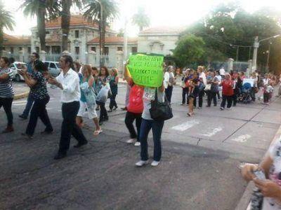 La marcha para pedir la relecci�n de Poggi tuvo una escasa convocatoria