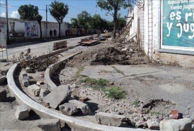 Paseo Choripán, denuncian por el ensanche de la vereda