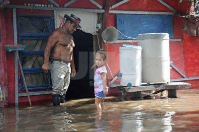 Por la crecida del río Salado ya hay familias autoevacuadas