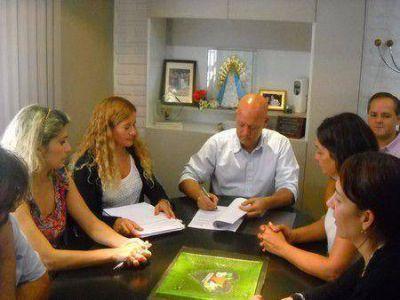 Vallone firmó el llamado a licitación de múltiples obras para Juana Koslay