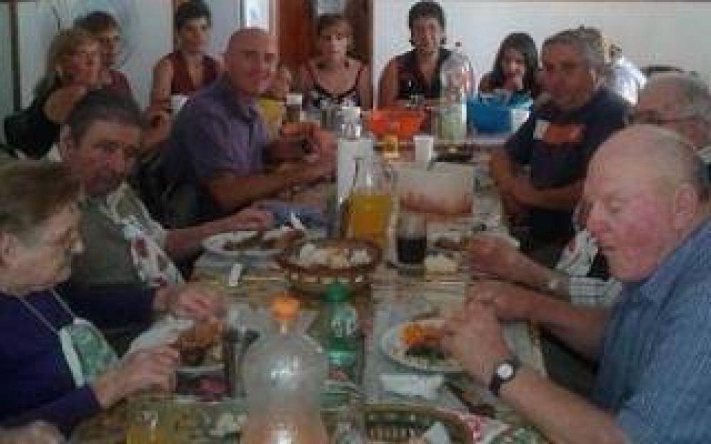 Daireaux: Intendente Hernando almorzó con abuelos de un hogar