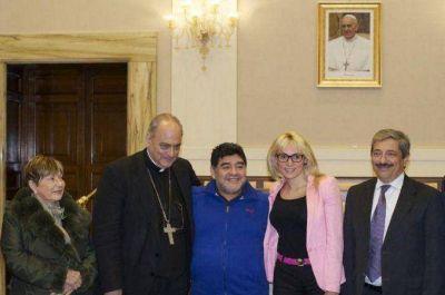 Diego Maradona recorrió los Jardines del Vaticano junto a Rocío Oliva