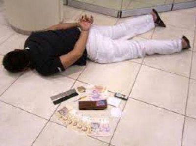 Detienen a joven que intentaba robar un cajero automático con un destornillador