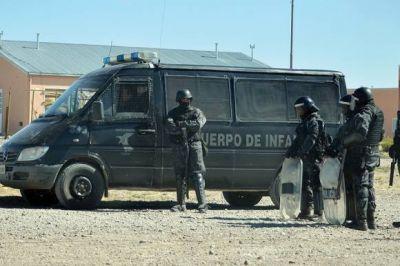 Desalojan barrio usurpado y ya hay 20 detenidos, secuestros de armas, dinero y drogas