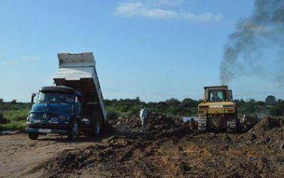 Denodado esfuerzo para contener los desbordes del río Dulce en la Capital