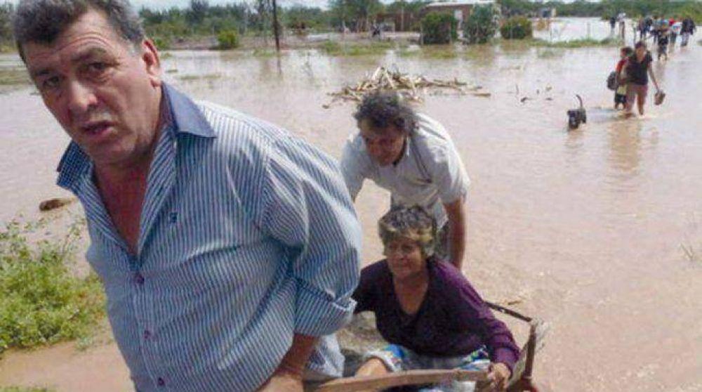 Convocan a donar agua potable para los damnificados de Santiago del Estero