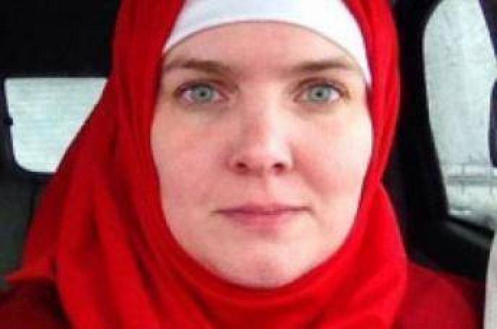Mujer cristiana lleva el hiyab durante 40 días en solidaridad con las musulmanas