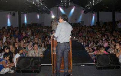 Intendente Guzm�n agasaj� a las mujeres de Escobar
