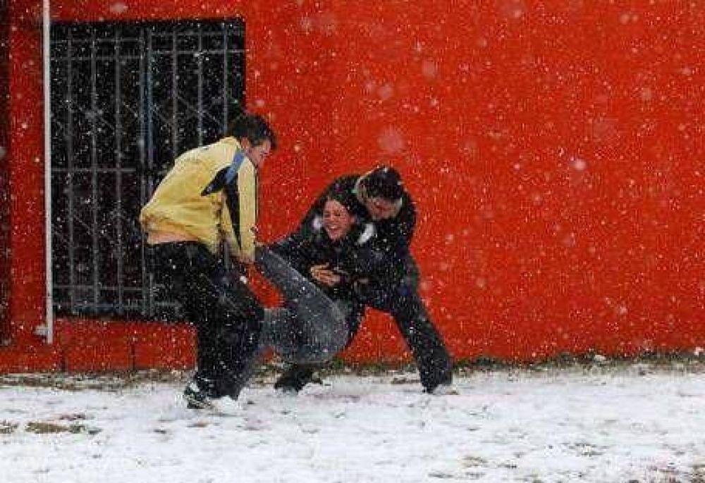 Nevó en medio país y pronostican aún más frío