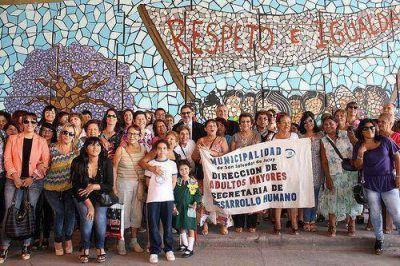 Presentaron mural referido a luchas de las mujeres
