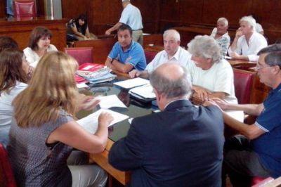 Debate por la instalación de módulos gastronómicos (food trucks) en la vía pública