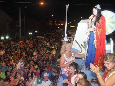 Emotivo y popular regreso de la Reina Rocío a su tierra