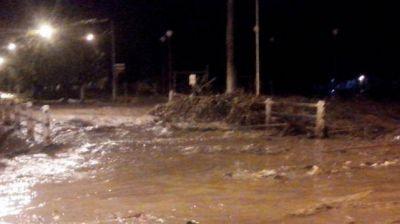 Las nuevas tormentas provocaron que desborden ríos y canales