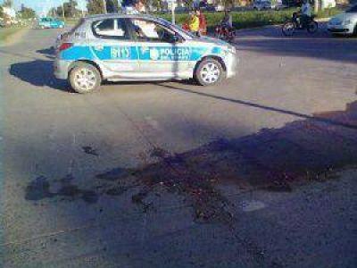 Terrible: un niño conducía una motocicleta y fue aplastado por un camión en la autovía