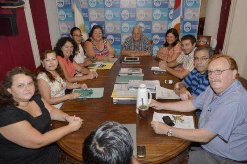 Paritarias municipales: hay acuerdo con AOEM y el m�nimo de bolsillo llegar� a 4716 pesos
