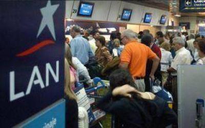 Demoras en Aeroparque y Ezeiza por paro de trabajadores de LAN