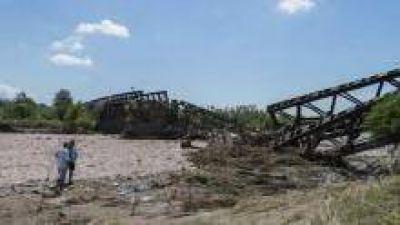 Colapsaron varios puentes y Tucum�n est� practicamente aislada