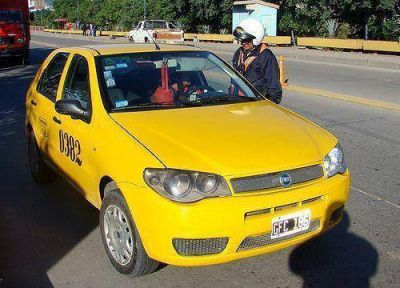 Violentos incidentes entre taxistas y remiseros por el transporte interjurisdiccional