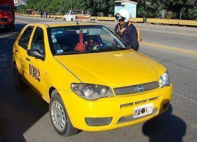Violentos incidentes entre taxistas y remiseros por el transporte interjurisdiccional