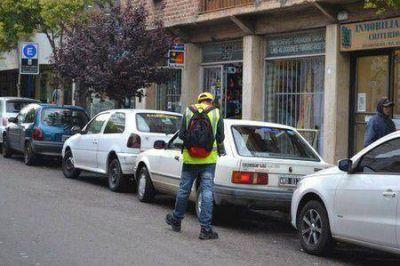 Concejal dice que informe del ACA destaca gran falta de lugares para estacionar
