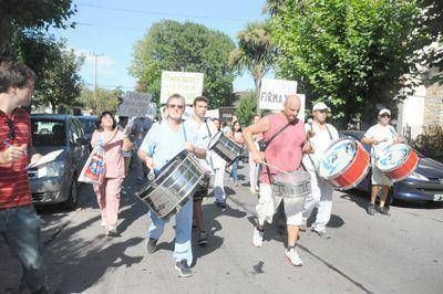 Trabajadores del sanatorio Emhsa marcharon en apoyo a Barrionuevo