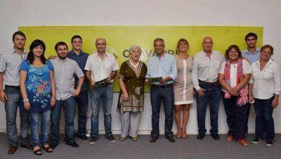 """Entregaron el Premio Dina Pontoni a """"Mecha"""" Zubiría y al Club Racing"""
