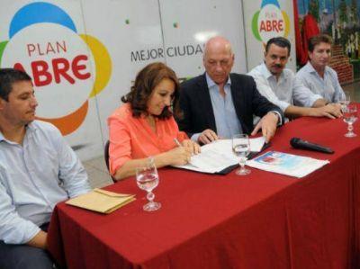 Provincia y municipio reforman el Fonavi de Donado y Mendoza