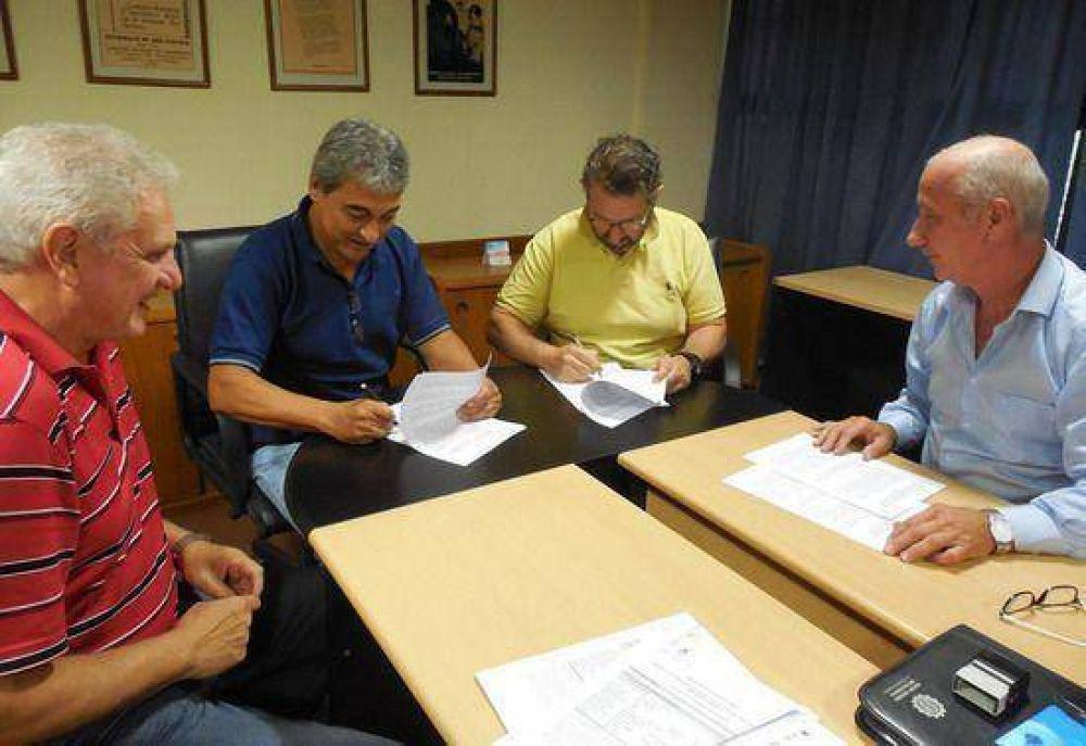 """La UOM y la UOCRA firmaron un convenio """"para formación y reentrenamiento laboral"""""""