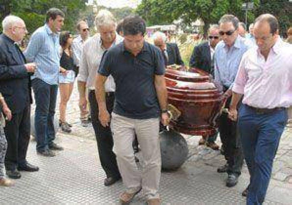 Inhumaron en el cementerio de la Recoleta los restos de Omar Bello