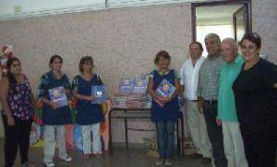 Pro Azul: Ramiro Ortiz entreg� material bibliogr�fico