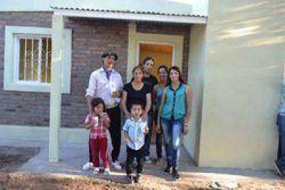 Se entregaron viviendas sociales en Ojo de Agua