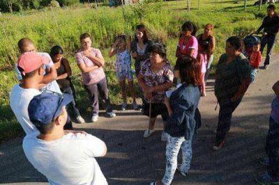 Vecinos de un precario barrio se movilizaron para impedir desalojo