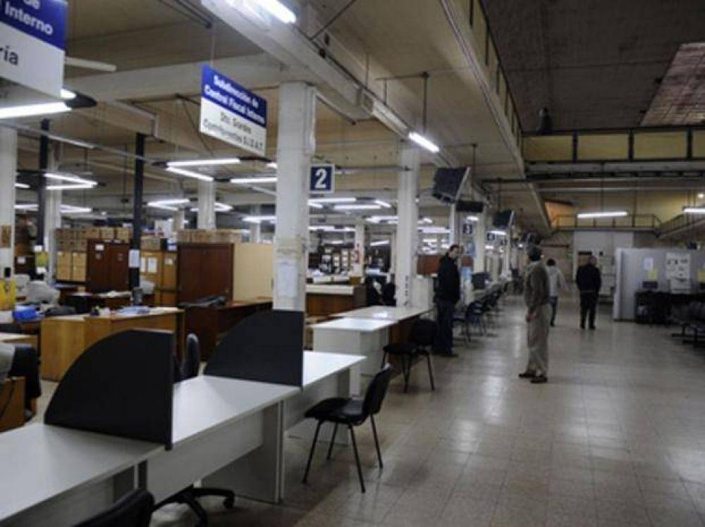 Sin atención al público en las oficinas del API por un reclamo de los trabajadores