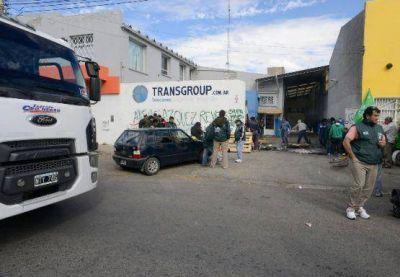 Camioneros de Santa Cruz planteó un reclamo salarial y derechos laborales de choferes de la empresa Transgroup