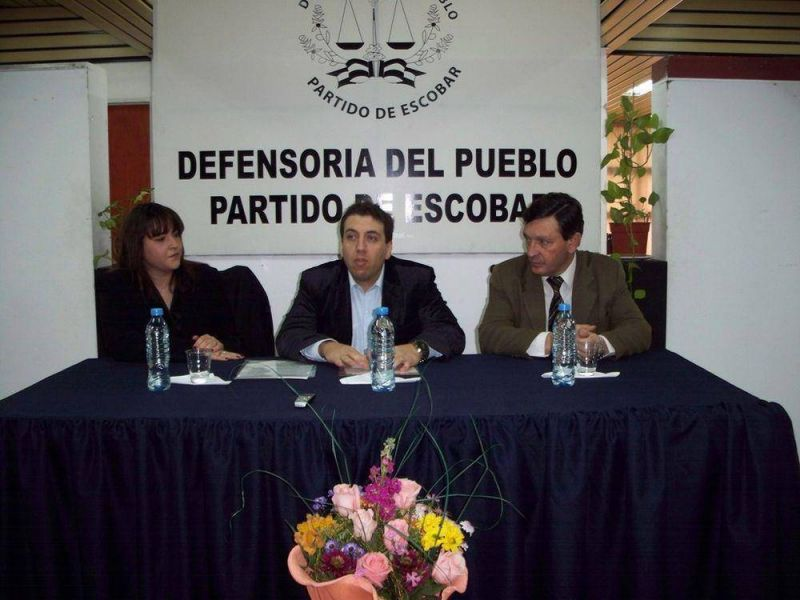 SE FIRMO UN CONVENIO DE COOPERACION ENTRE EL DEFENSOR DEL PUEBLO DE LA NACION Y LA DEFENSORIA DE ESCOBAR
