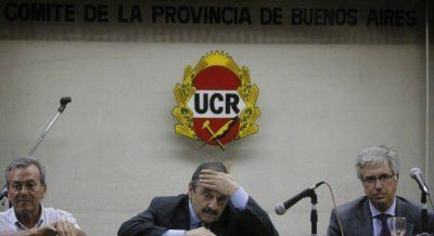 La estrategia de la UCR y el PRO para licuar la oposición de Alfonsín