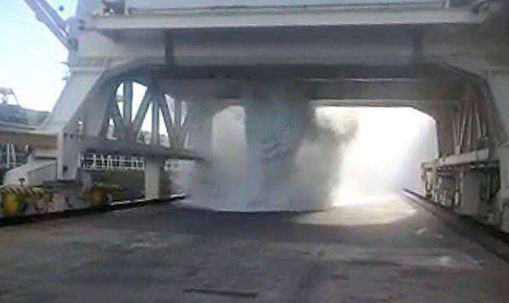 """Aluar admitió el derrame de alúmina pero Ambiente no le aplicará sanción""""Sólo cayeron dos toneladas"""", dijo la subsecretaria Loza."""