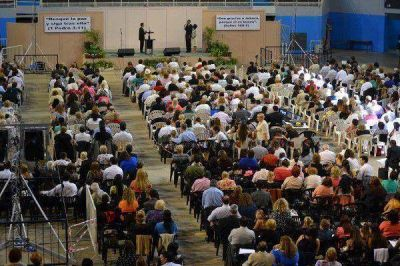 M�s de 5000 personas en las asambleas de los testigos de Jehov�